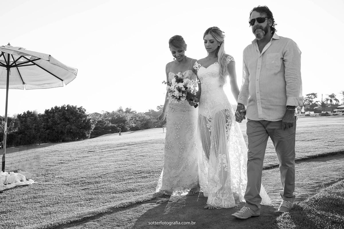 a noiva e os pais por sotter fotografia fotografo de casamento em trancoso casar em trancoso