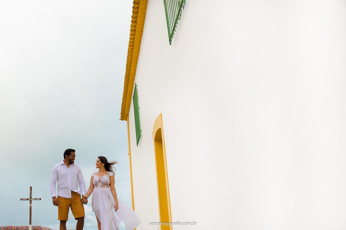 casal na igreja em arraial casamento sotter fotografia