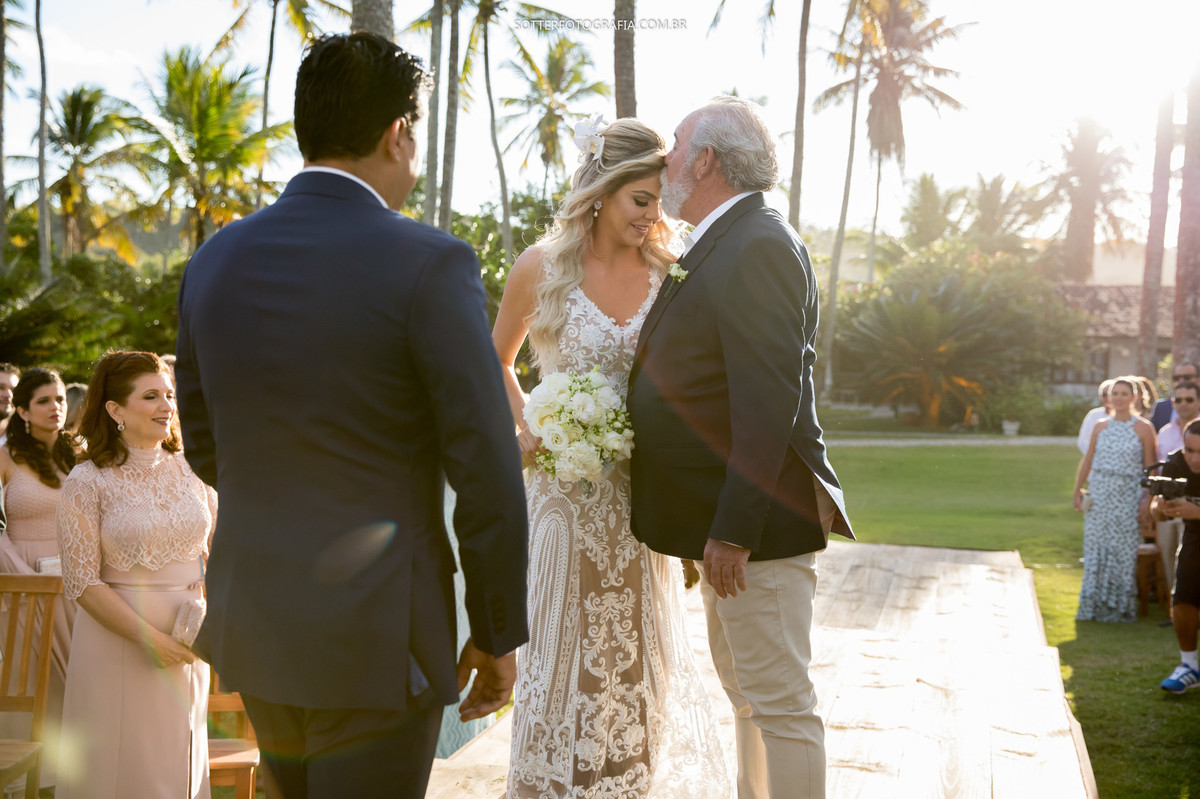 pai beijando a noivas, casamento , trancoso