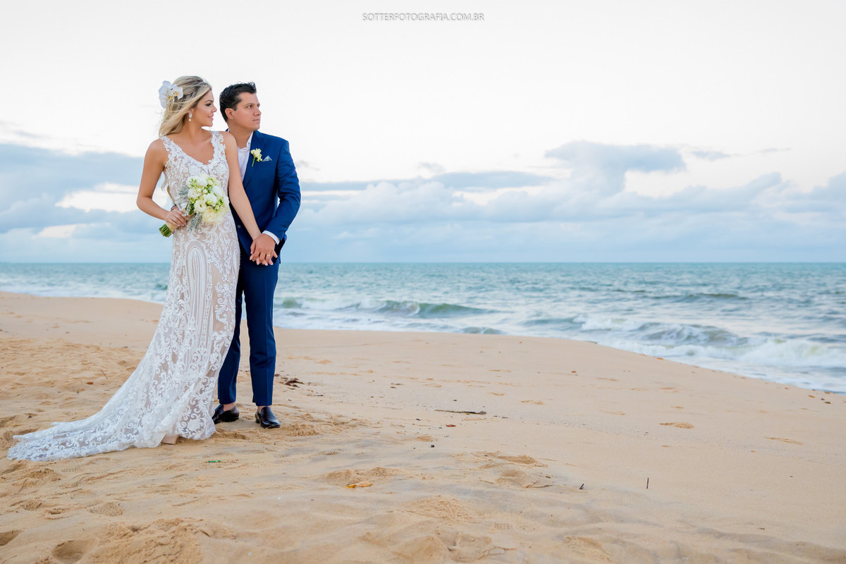 noivo com terno azul, casamento trancoso, praia