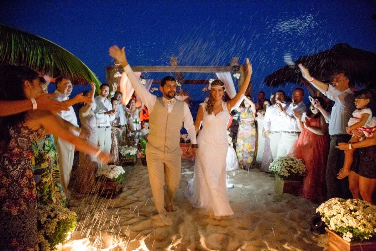 noiva,maquiagem noiva,cabelo de noiva,vestido de noiva,make, wedding,sapato de noiva,making off,dia de noiva,festa,wedding brasil,casamento arraial dajuda,casamento praia,casando na praia,casar na bahia,casar na praia, ,chuva de arroz,casamento com arroz,