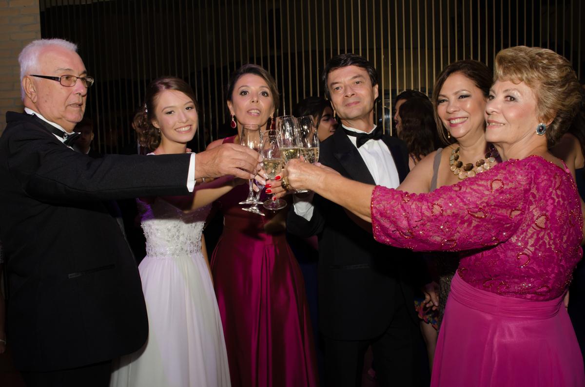 Olha o Brinde!  Fotos da Marina 15 Fotografia de debutante em São Paulo SP Buffet Villa Bisutti