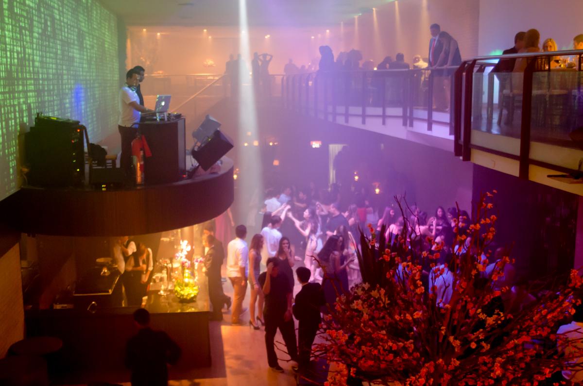 A pista bombando - Fotos da Marina 15 Fotografia de debutante em São Paulo SP Buffet Villa Bisutti
