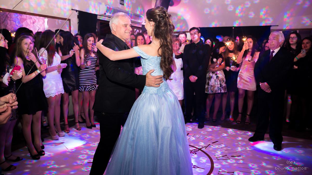 debutante dançando com o pai