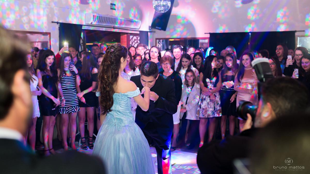 debutante dançando com o principe