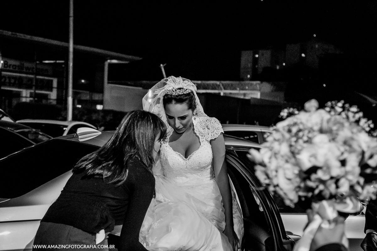 Fotografo de Casamento registrando a noiva saindo do carro