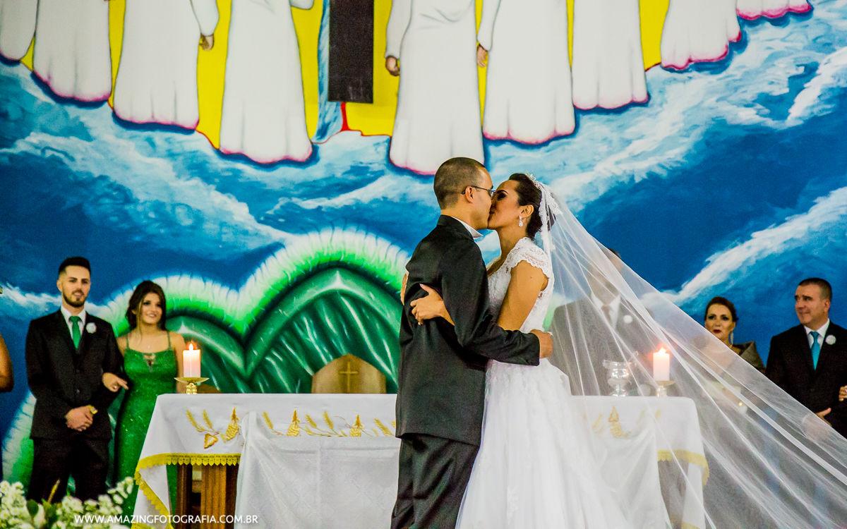 Click do fotografo de casamento Sergio Damasceno do beijo dos noivos