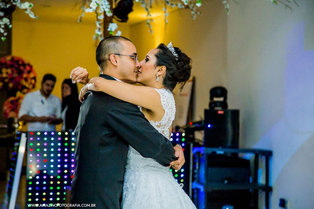 Valsa dos Noivos no Mansão Mariom onde o Fotografo de Casamento Sergio Damasceno fez um lindo casamento