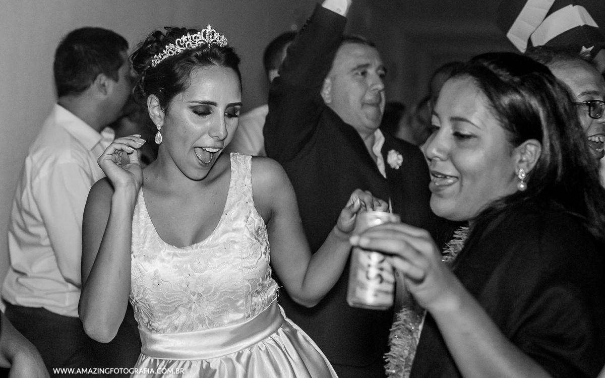 Fotografo de Casamento registrando a noiva pirando em balada super show