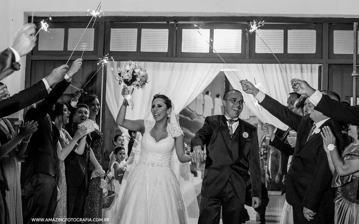 Saida dos noivos no Mansão Marion Buffet