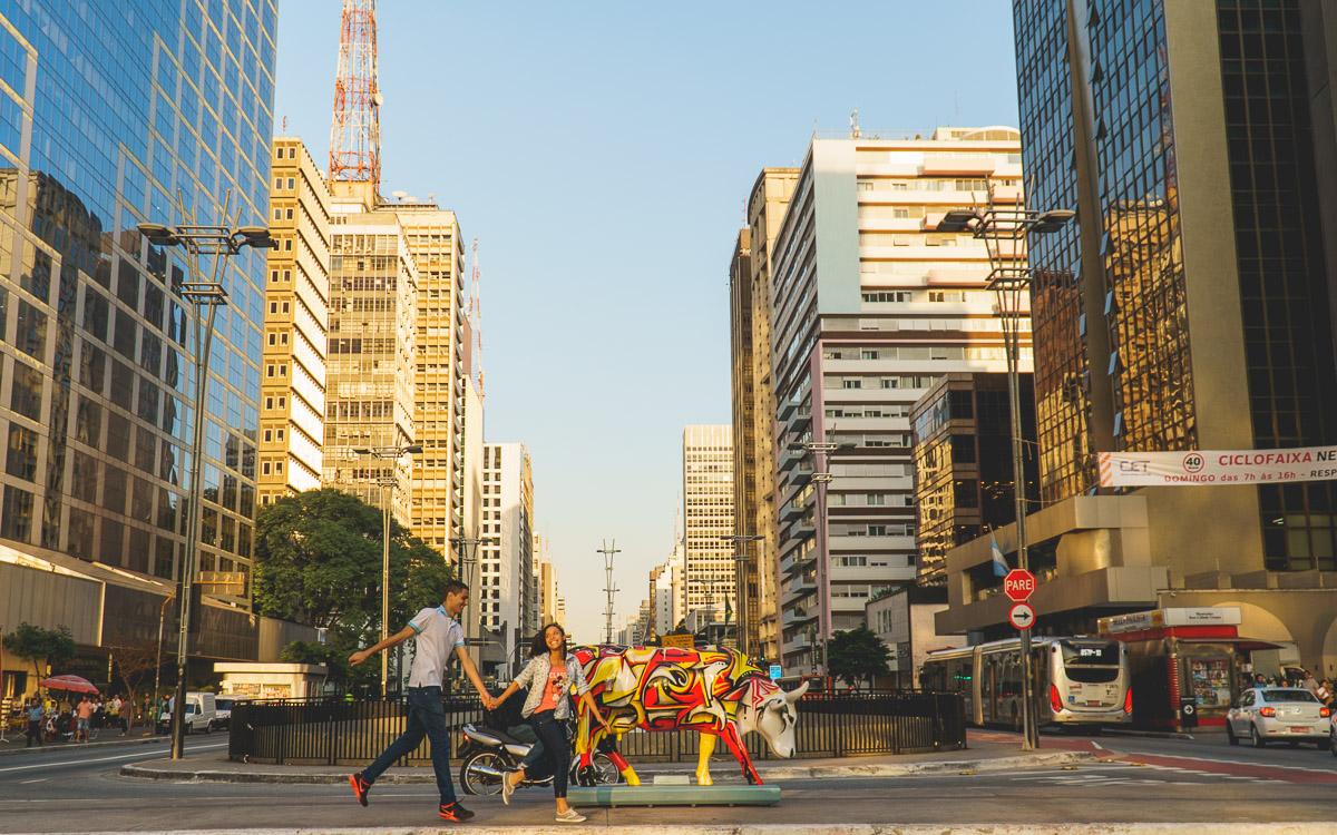 Amazing Fotografia realizando o pre wedding da Camila e Darlin na Avenida Paulista