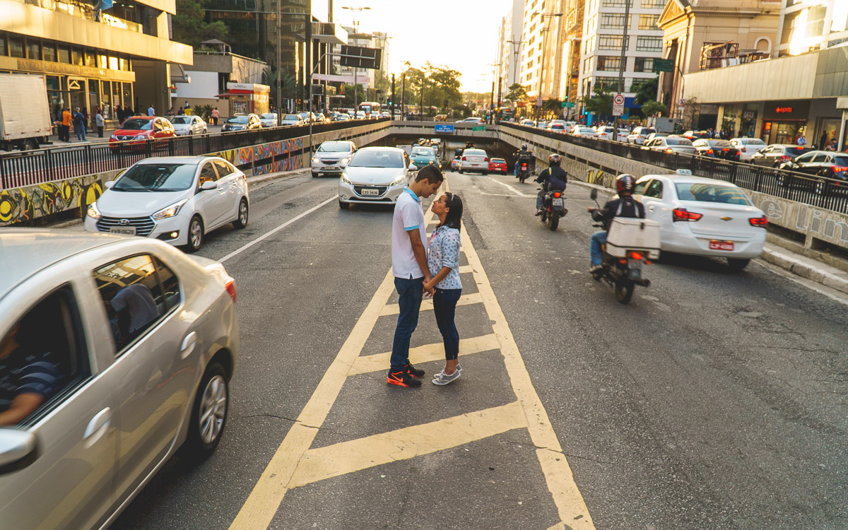 Ensaio de Casais realizado pela Amazing Fotografia na Avenida Paulista