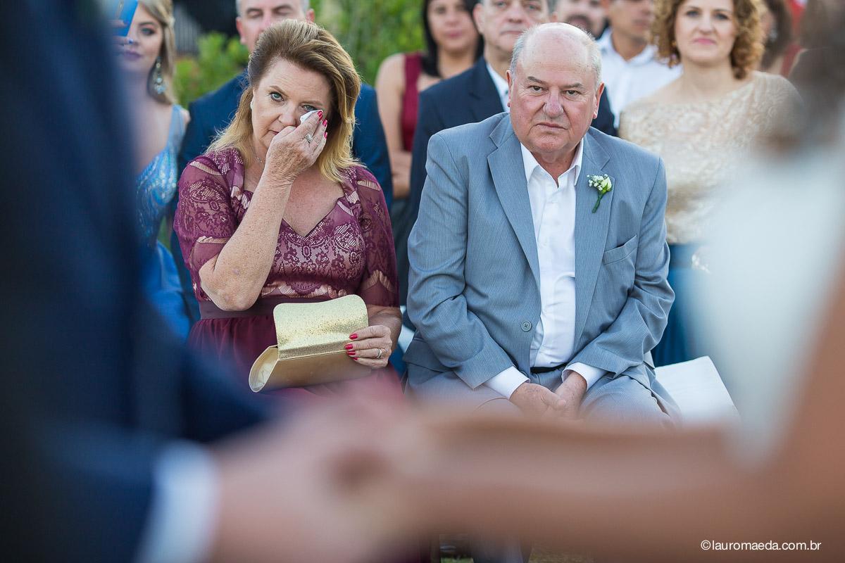A emoção dos pais do noivo Raphael