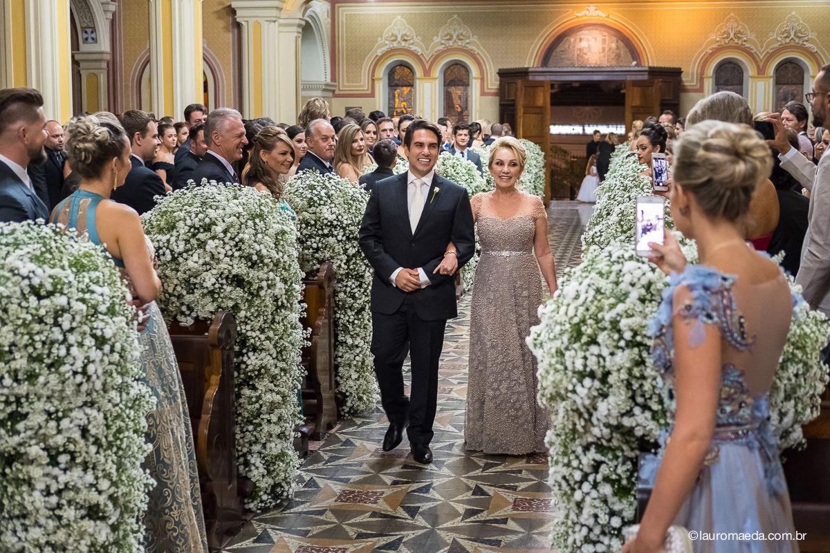 O noivo Antonio e a mãe