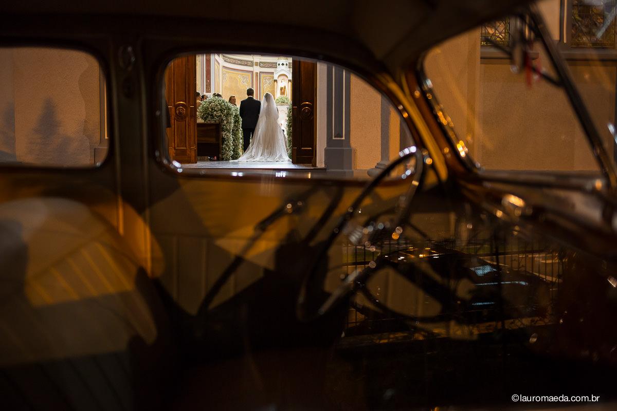 entrada da noiva com o pai de dentro do carro