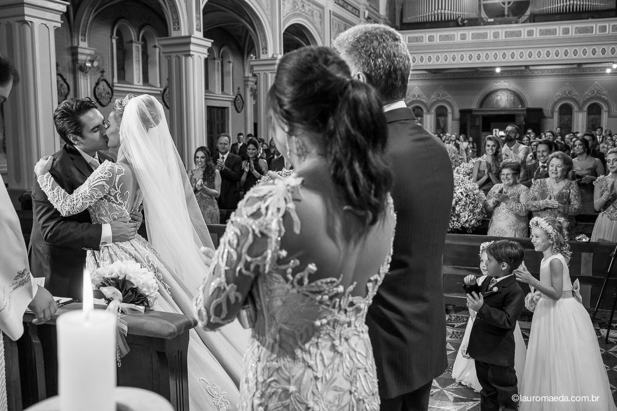 O beijo dos noivos Camila e Antonio