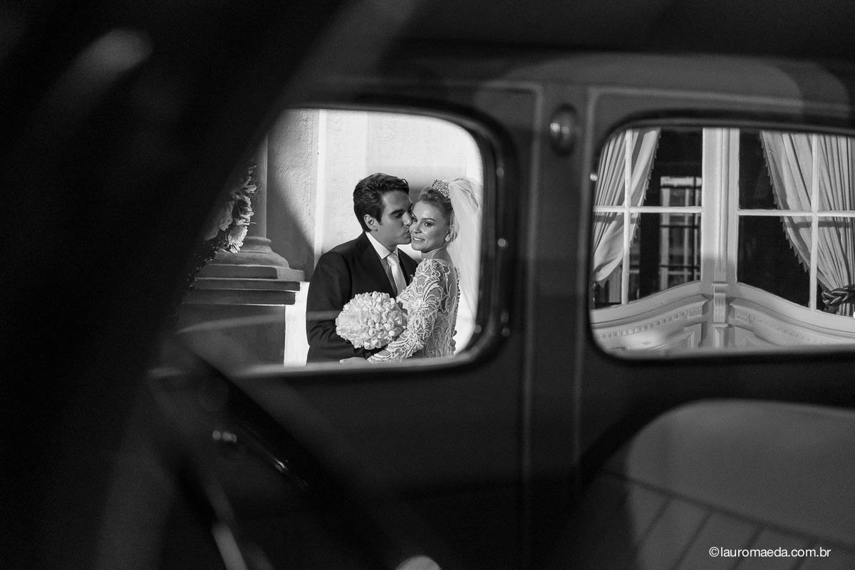 noivos posando para o fotógrafo Lauro Maeda