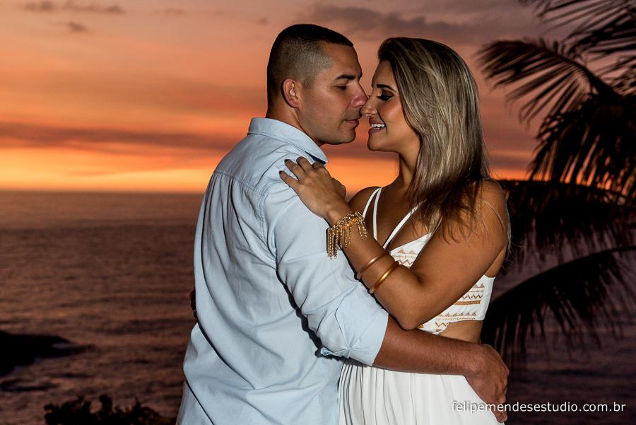 pre wedding de renata e anderson na praia da joatinga, praia do joá, fotógrafo e vídeomaker Felipe Mendes, faz casamento, 15 anos e aniversários nas  cidades do Rio de Janeiro