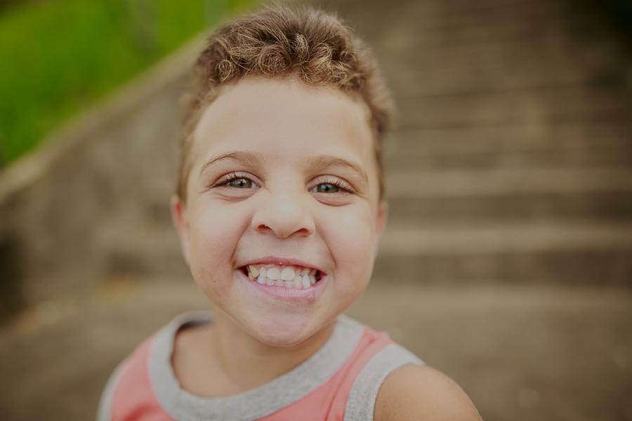 Fotos de criança, criança, life style, fotos de família, nara correa fotografia, nara correa, brincadeira de criança,  ar livre, fotos ao ar livre, a vida como ela é, feliz