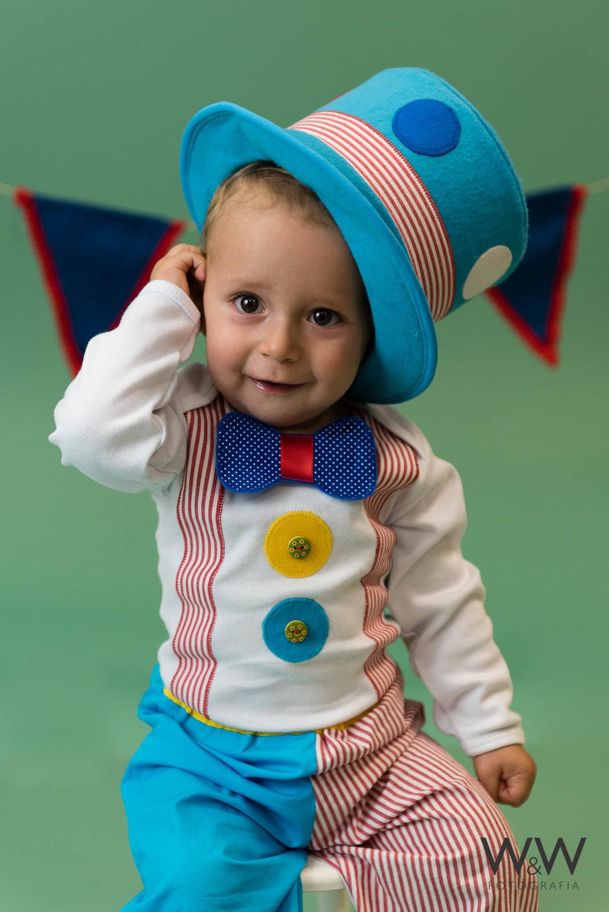 ensaio acompanhamento palhaço menino 9 meses ricardo estúdio wewfoto são paulo sp
