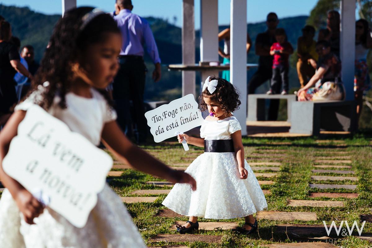 criancas plaquinhas placas ar livre pajens daminhas salesopolis sp casamento