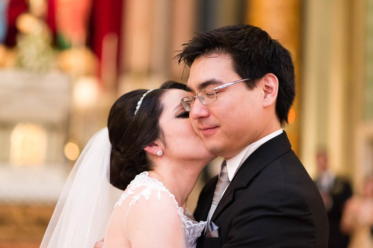 fotografia casamento igreja calvario são paulo casal cerimonia noivos beijo wewfotografia
