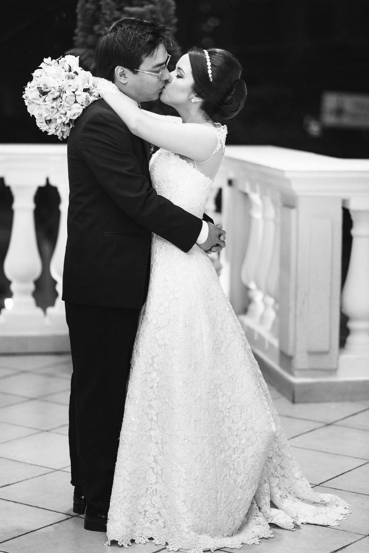 fotografia casamento espaço nobre são paulo casal noivos beijo vestido de noiva oriental wewfotografia