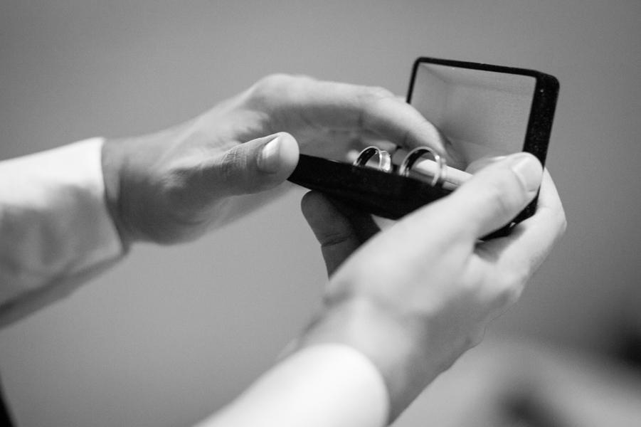 aliança, making of do noivo, making of em casa, terno do noivo, festa de casamento, decoração de casamento, noivos, noiva, noivo, casamento, fotografia de casamento goiania, fotografia de casamento go, casamento em goiania, fotografo
