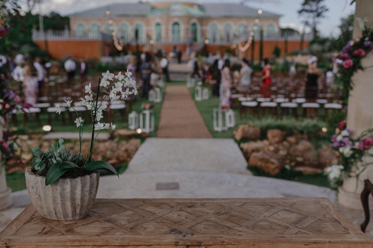 Vista do altar do Villa Giardini. Foto pelo fotógrafo de casamento Gabriel Pelaquim.