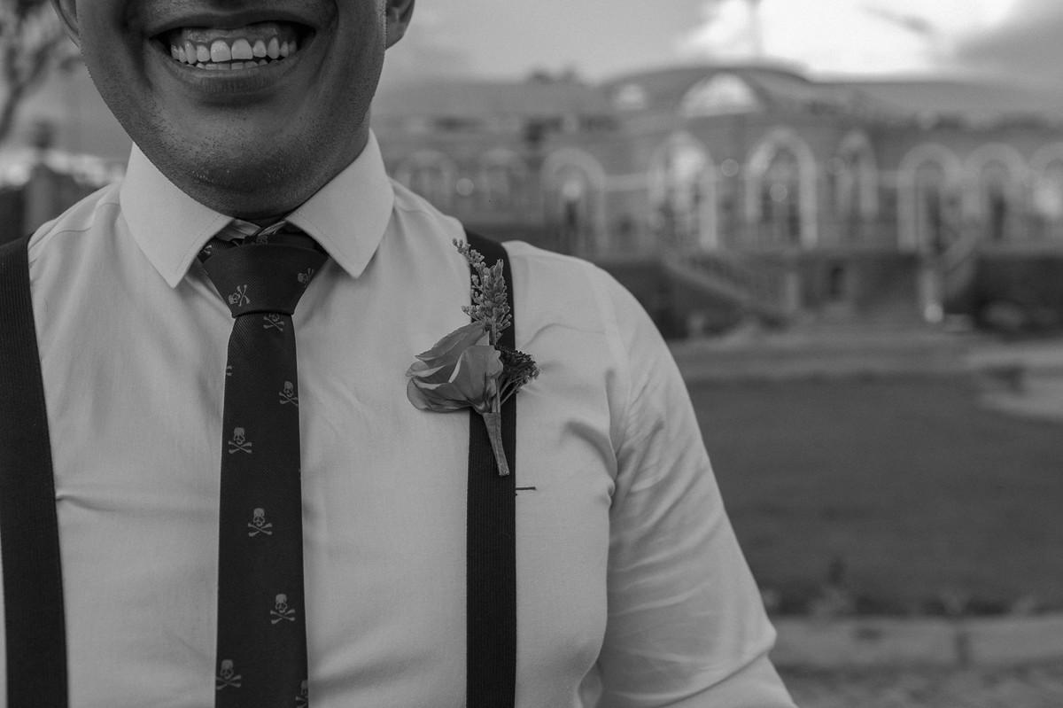 Detalhe do traje dos padrinhos. Foto pelo fotógrafo de casamento Gabriel Pelaquim.