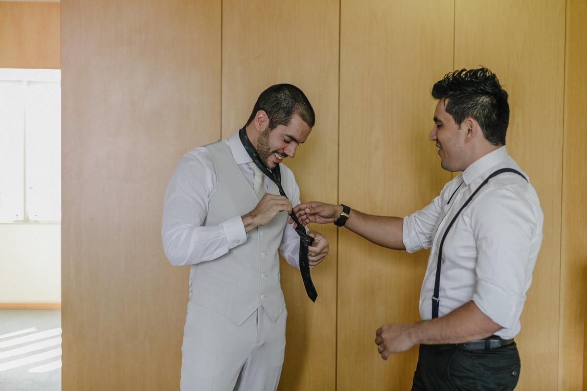 Making of do noivo no hotel Brasília Palace. Foto pelo fotógrafo de casamento Gabriel Pelaquim.