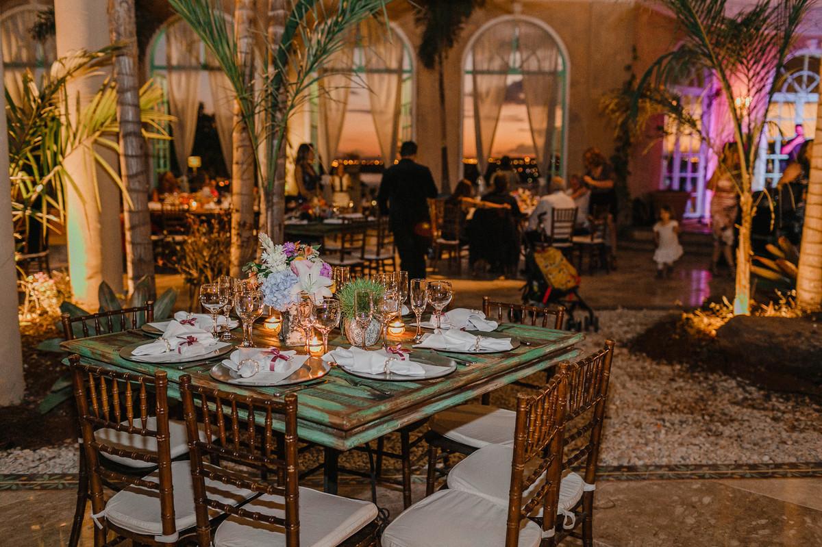 Decoração do salão de festa do Villa Giardini. Foto pelo fotógrafo de casamento Gabriel Pelaquim.