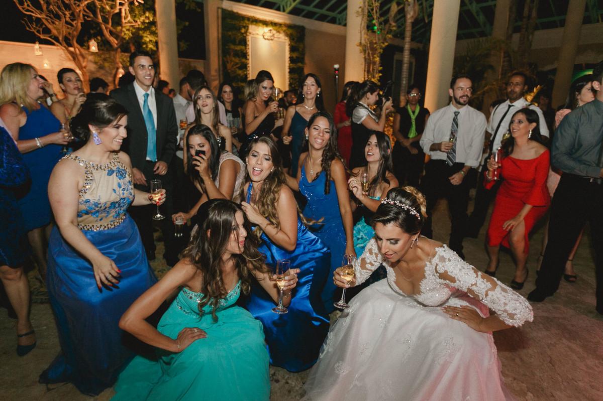 Festa de casamento do Vitor e da Vanessa no Villa Giardini. Foto pelo fotógrafo de casamento Gabriel Pelaquim.