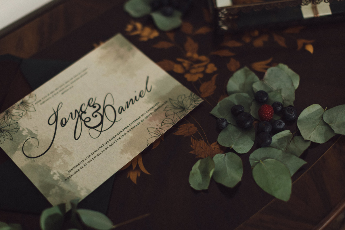 Detalhes do convite do editorial. Foto feita pelo fotógrafo de casamento Gabriel Pelaquim.