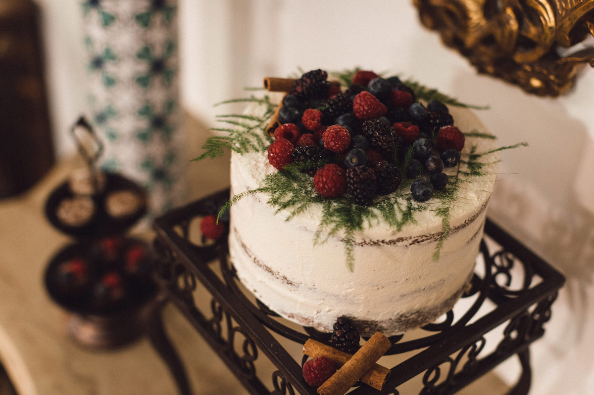 Detalhes do bolo do editorial. Foto feita pelo fotógrafo de casamento Gabriel Pelaquim.
