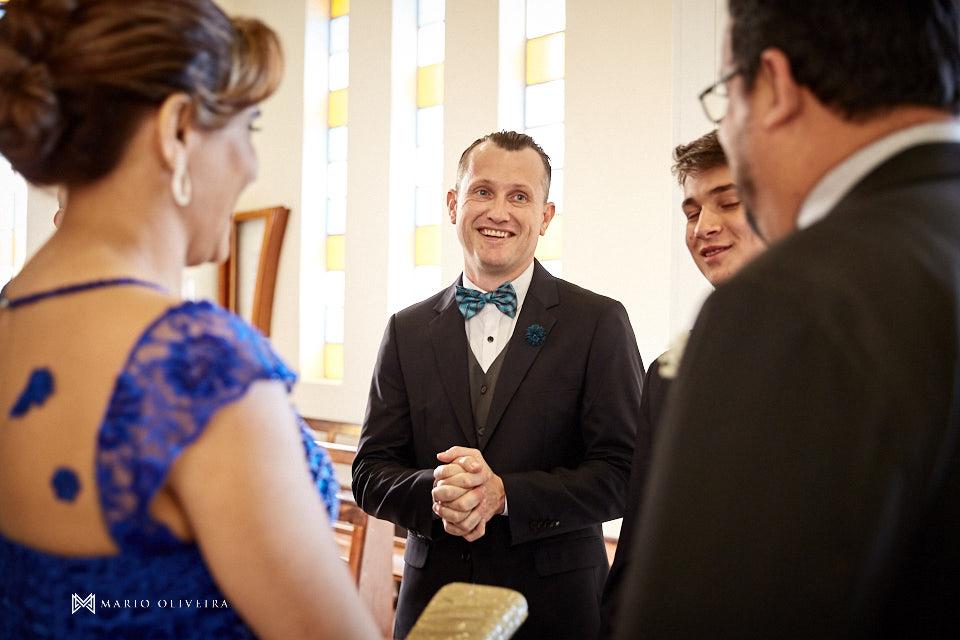 casamento na igreja nossa senhora de fatima noivo recebendo convidados