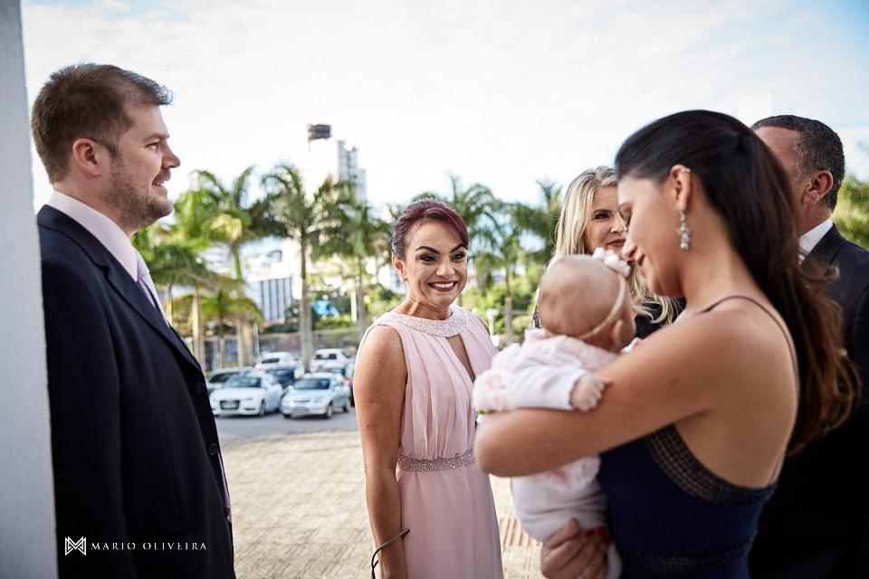 casamento na igreja nossa senhora de fatima noivo recebendo convidados mãe da noiva