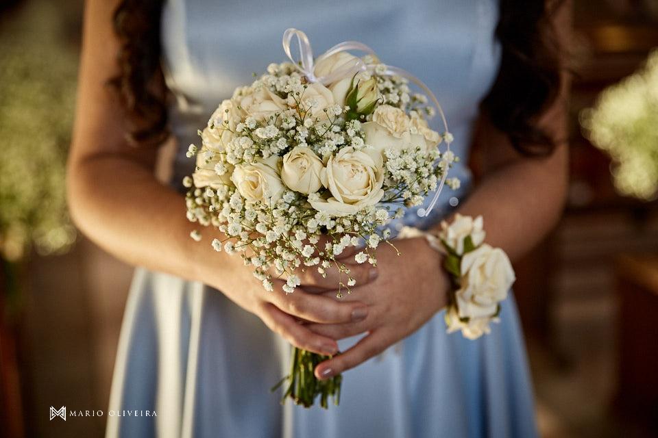 casamento na igreja nossa senhora de fatima noivo recebendo convidados buque da madrinha