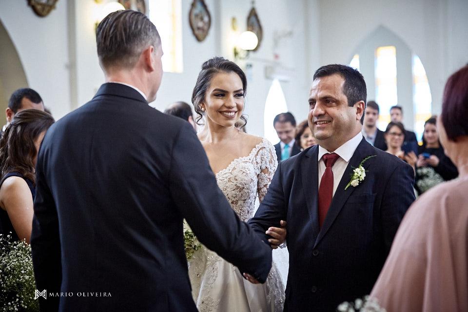 casamento na igreja nossa senhora de fatima entrada da noiva com o pai, noivo cumprimentando o pai da noiva