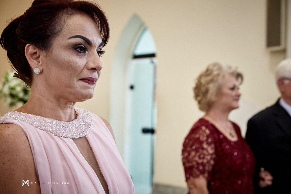 casamento na igreja nossa senhora de fatima entrada da noiva com o pai mãe da noiva emocionada