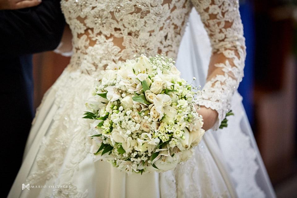 casamento na igreja nossa senhora de fatima casal no altar buque da noiva