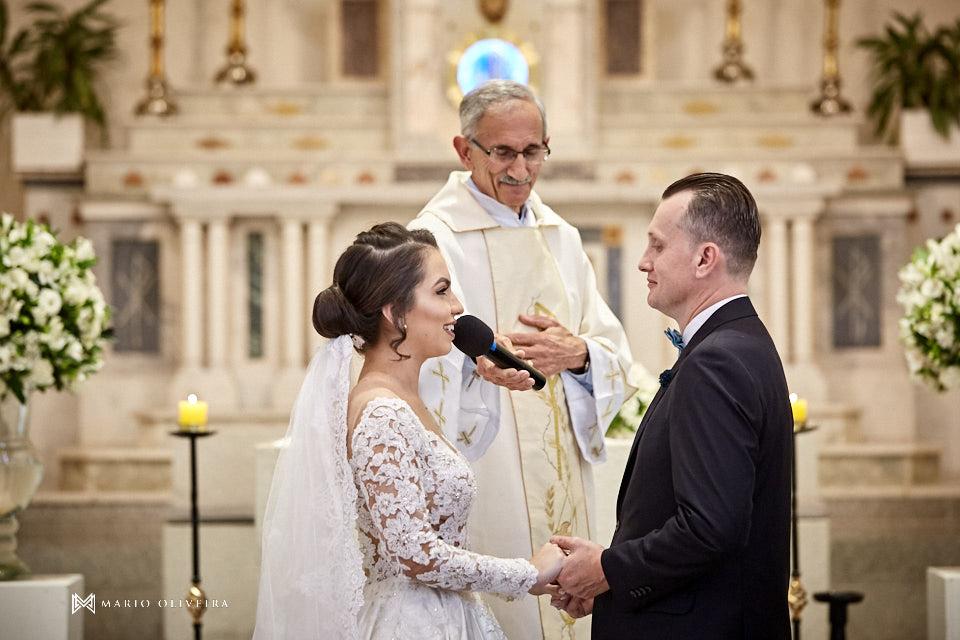 casamento na igreja nossa senhora de fatima casal no altar, votos da noiva