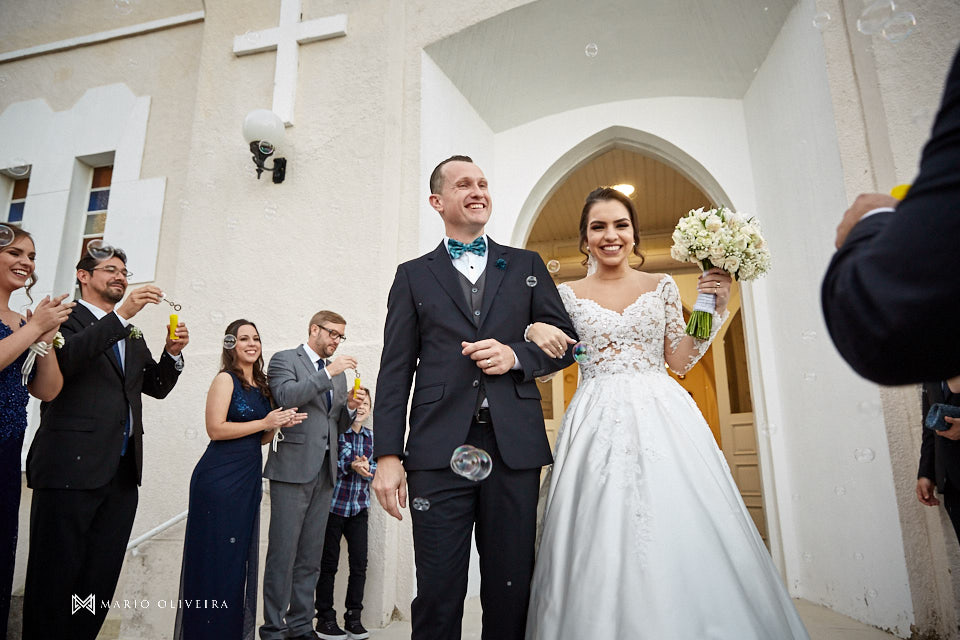 casamento na igreja nossa senhora de fatima, saida dos noivos com bolinha de sabão
