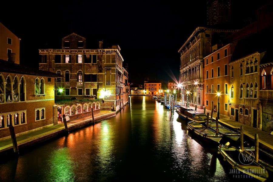 venice gondola at night
