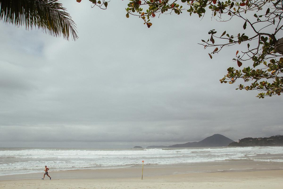 FOTOGRAFO DE CASAMENTO FOTOGRAFANDO NA PRAIA UBATUBA SP CARLA E RAFAEL