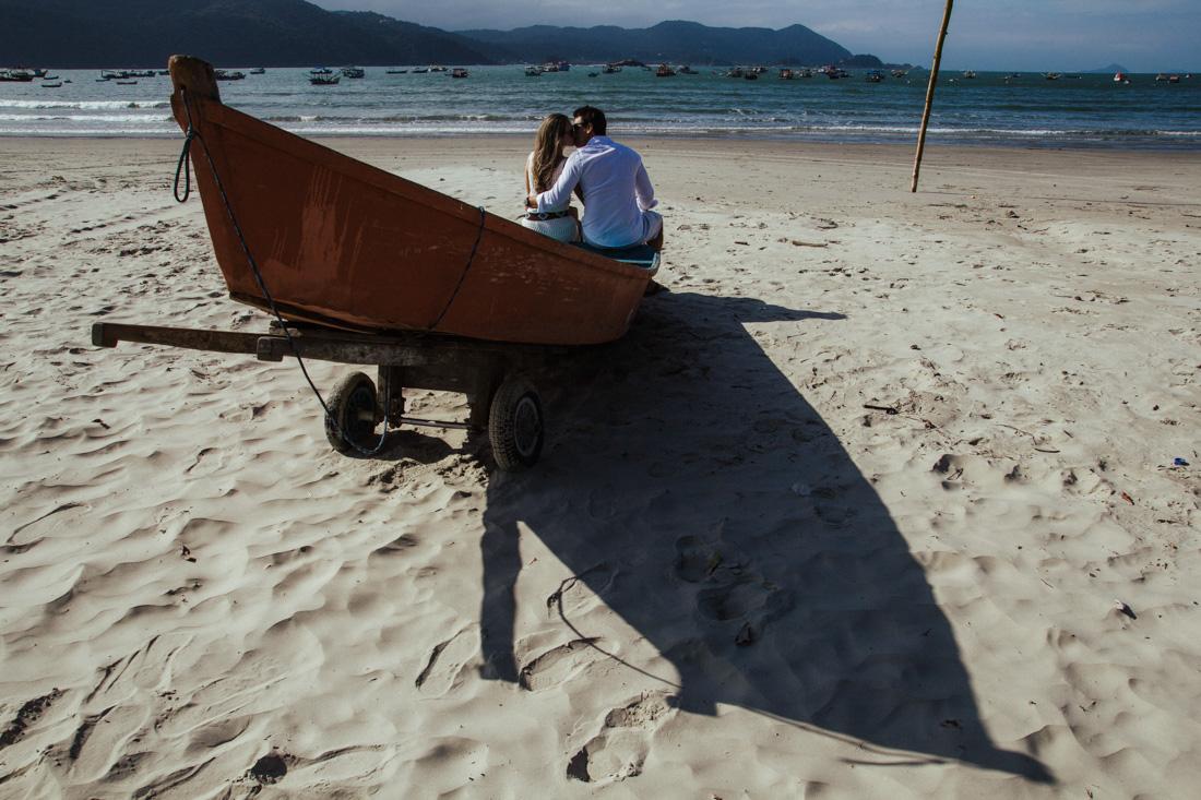 ESTUDIO DELFI FOTOGRAFIA DE CASAMENTO INDAIATUBA FOTOGRAFIA DE CASAMENTO CAMPINAS SP FOTOGRAFIA DE CASAMENTO SAO PAULO SP FOTOGRAFIA DE FOTOGRAFO CAMPINAS CARLA E GUILHERME ABRAÇO NO BARCO