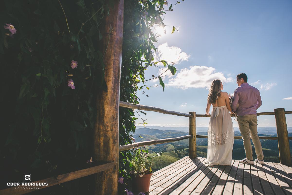 Casal no deck do Lavandário