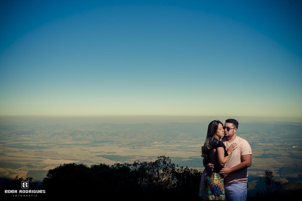 Casal de noivos no pico do itapeva, Amanda e Mateus, em Campos do Jordão