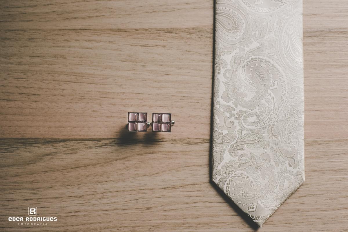 Gravata e abotoadura do noivo