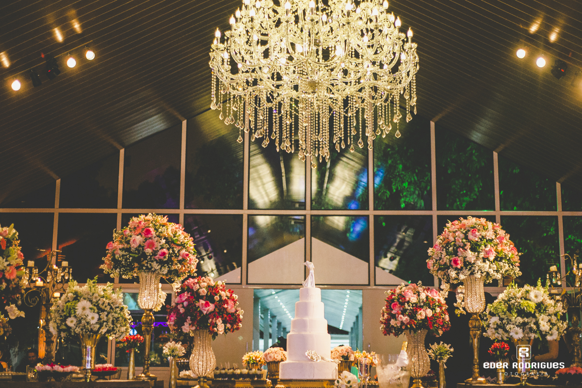 Casamento no salão do Monarka Hall em Taubaté-SP, com decoração da Sânia Rossi